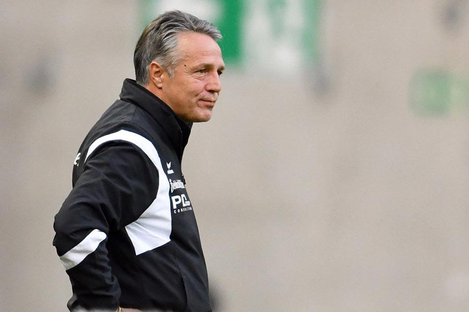 Dynamo-Trainer Uwe Neuhaus hatte nach dem Spiel auf dem Betzenberg wenig Grund zum Schmunzeln.