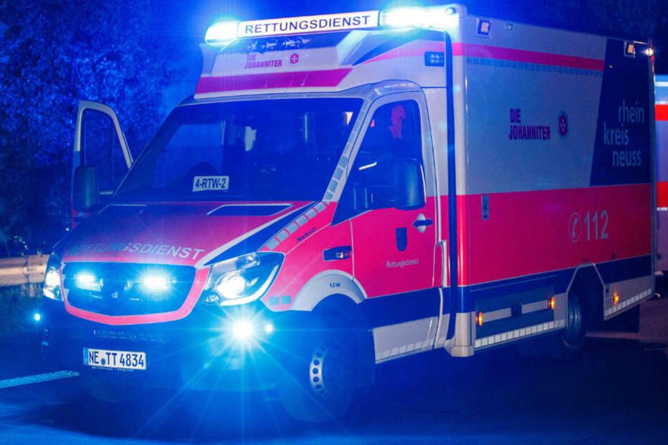 Zwei Personen sollen schwerverletzt ins Krankenhaus gebracht worden sein.