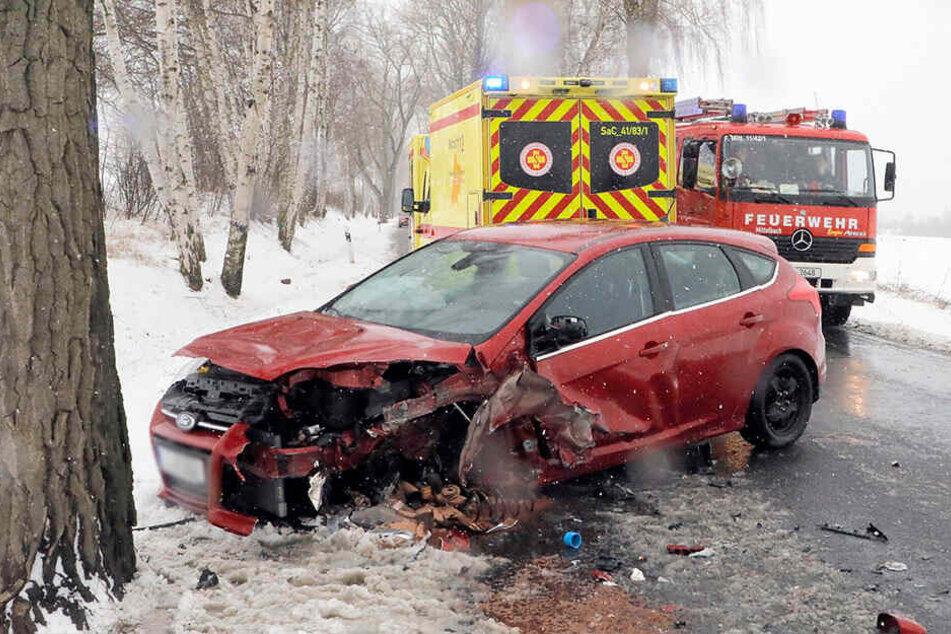 Auf der Neefestraße krachte ein Ford gegen 12.30 Uhr frontal gegen einen Opel.