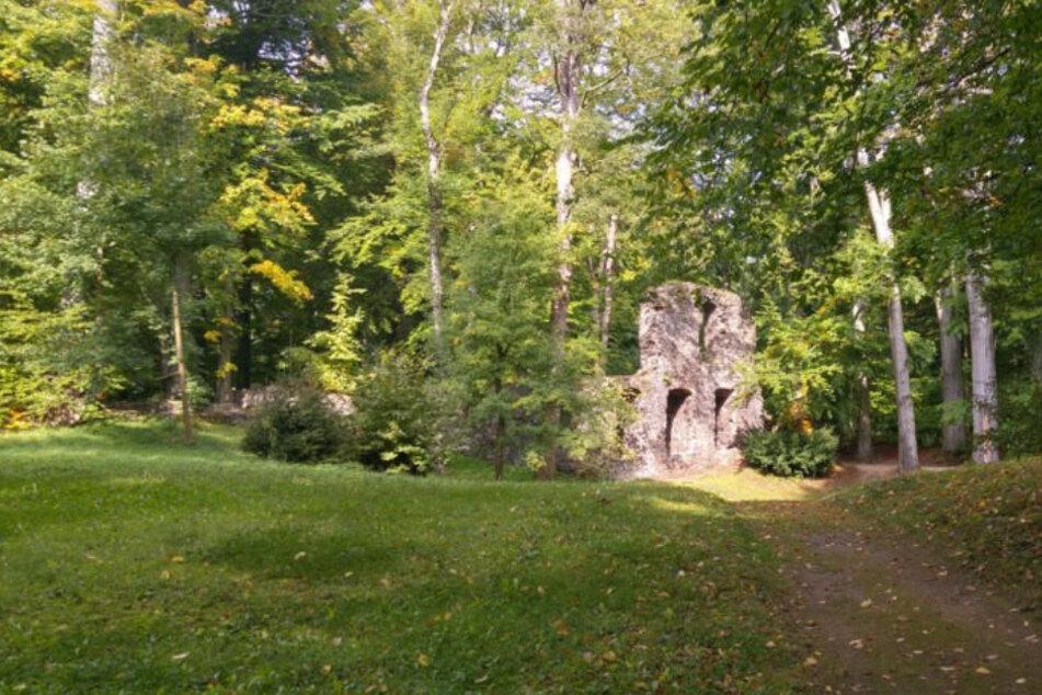 Im Klosterpark Altzella wurden vorhandene Gebäude und Ruinen in die Parkgestaltung einbezogen.