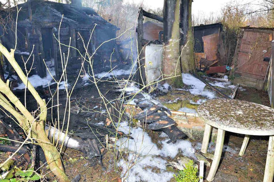 Von den den zwei Gartenlauben war nach dem Brand nicht mehr viel übrig.