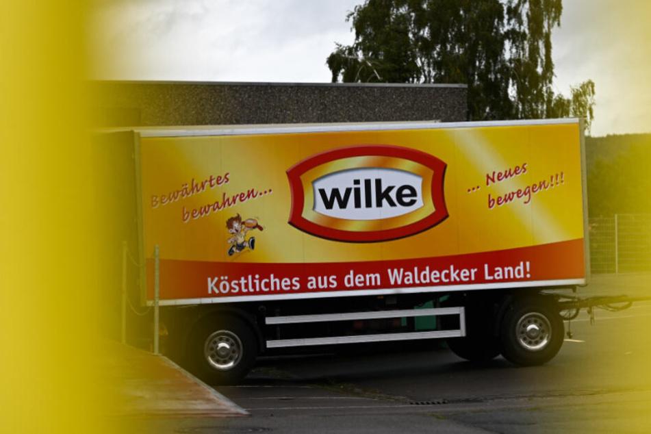 Ein Wilke-Lastwagen steht auf dem Firmengelände in Korbach.