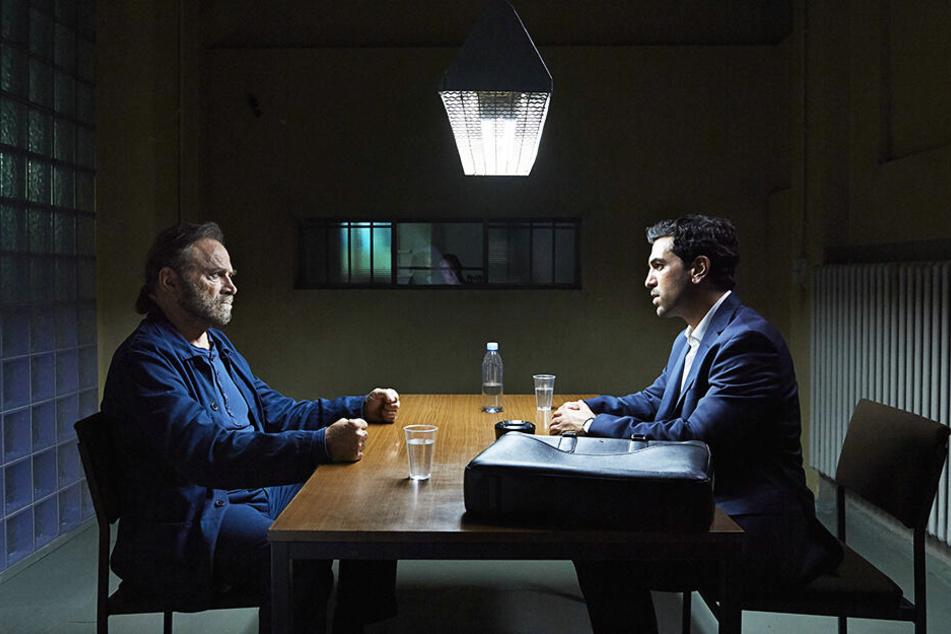 Verteidiger Caspar Leinen (r., Elyas M'Barek) wird anfangs aus seinem Mandanten Fabrizio Collini (Franco Nero) nicht schlau.