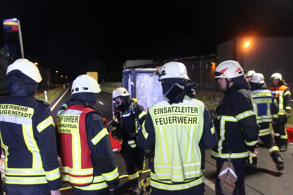 Feuerwehr-Großeinsatz: Flüssigkeit unter Gefahrgut-Container entdeckt