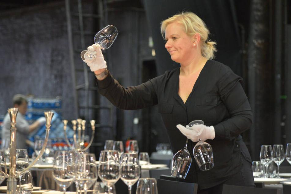 Ulrike Drischmann (41) deckte schon am Freitag die Tische ein.