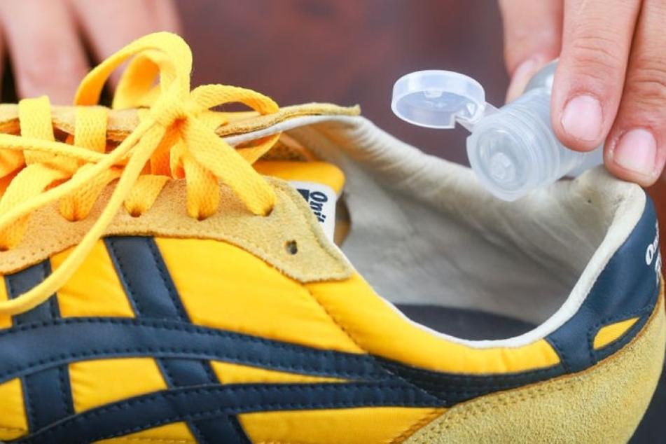 Bei üblen Gerüchen in Schuhen helfen oft schon einfache Mittel.