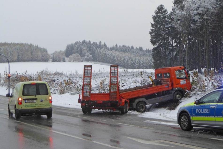 Dieser Transporter landete im Erzgebirge im Straßengraben.