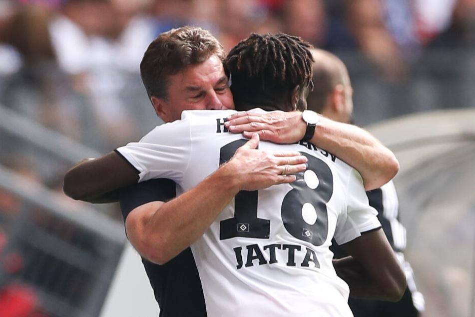 Bakery Jatta bedankte sich nach seinem Tor bei Trainer Dieter Hecking.