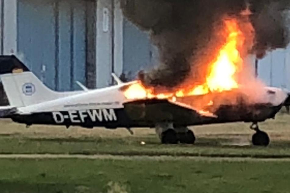 Im pfälzischen Speyer brennt das Kleinflugzeug nieder.