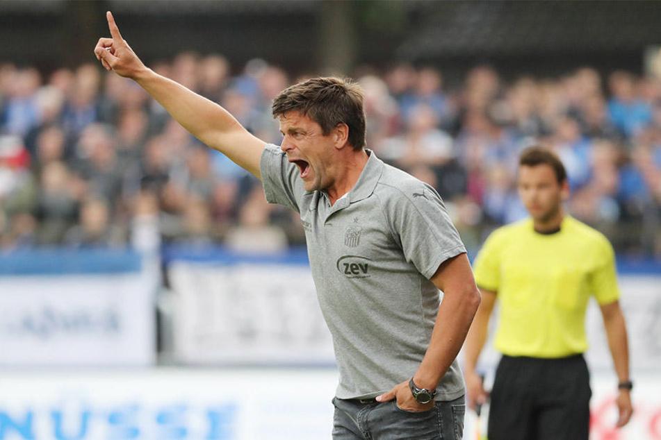 Trainer Torsten Ziegner zeigt sich lautstark am Spielfeldrand. Aber er mahnt nach dem Fehlstart in die neue Saison auch zur Ruhe.