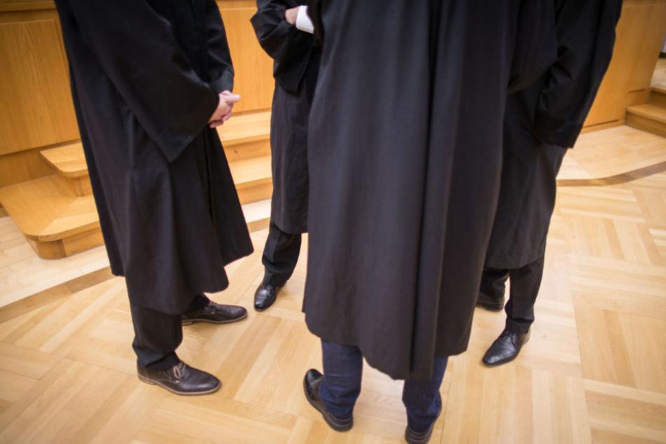 Die Staatsanwaltschaft fordert eine lebenslange Freiheitsstrafe (Symbolfoto).