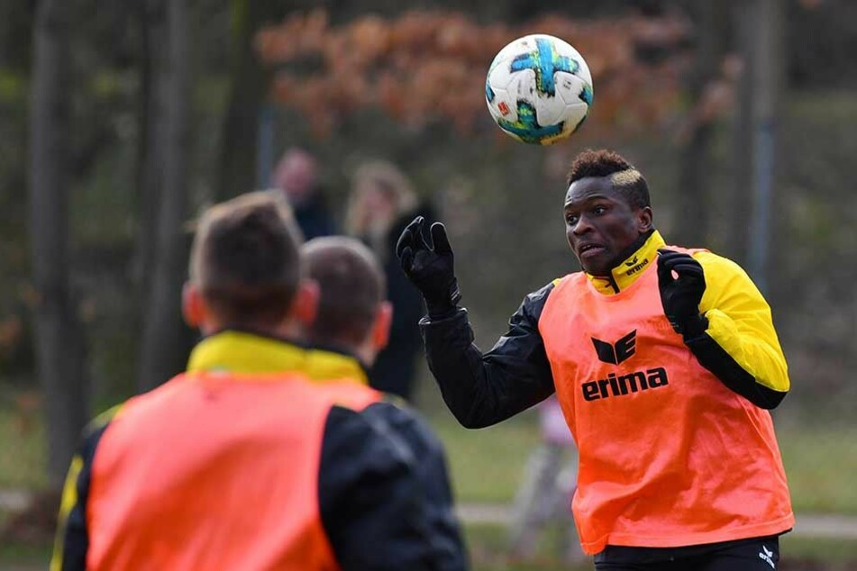 Moussa Koné bei seinem ersten Training am Ball.