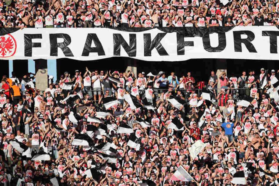 Schon jetzt bietet die Commerzbank-Arena 51.500 Plätze, darunter 9300 Stehplätze (Archivbild).