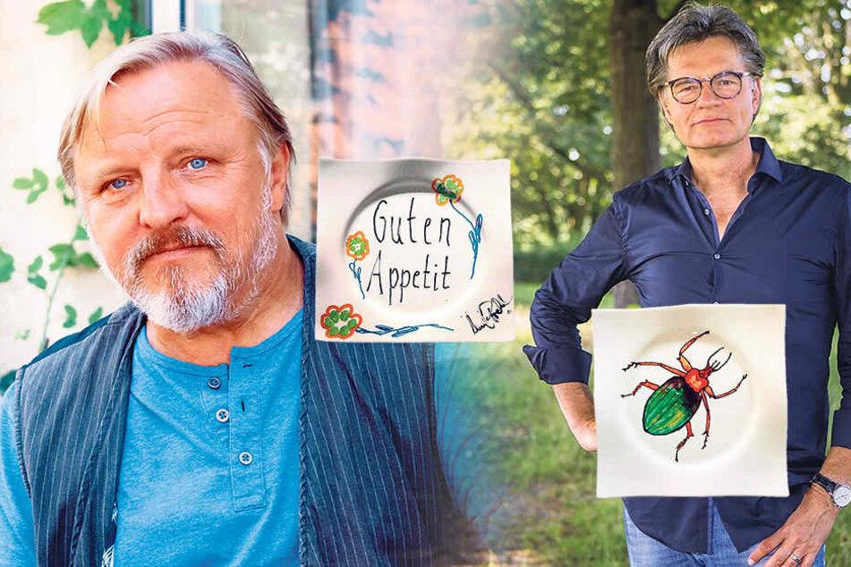 """Moderator Peter Escher (62, re.) verzierte seinen Teller mit einem farbenfrohen Insekt.""""Guten Appetit"""" wünscht TV-Kommissar Axel Prahl (56) allen Essern auf seinem Teller."""