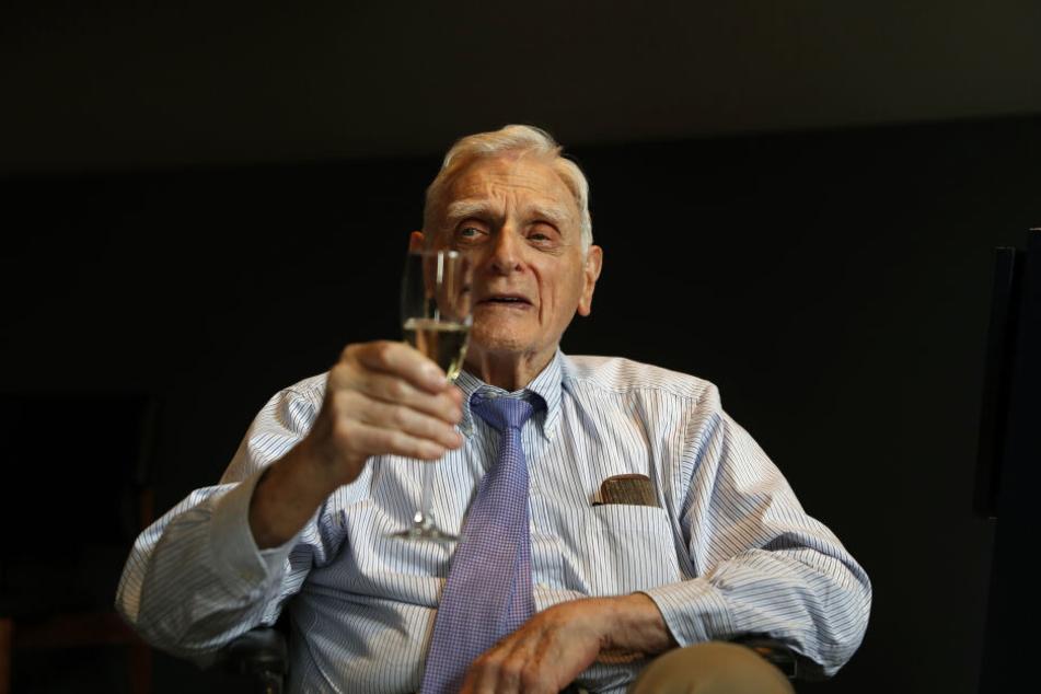 John Goodenough, nachdem er zum Nobelpreisträger ernannt wurde.