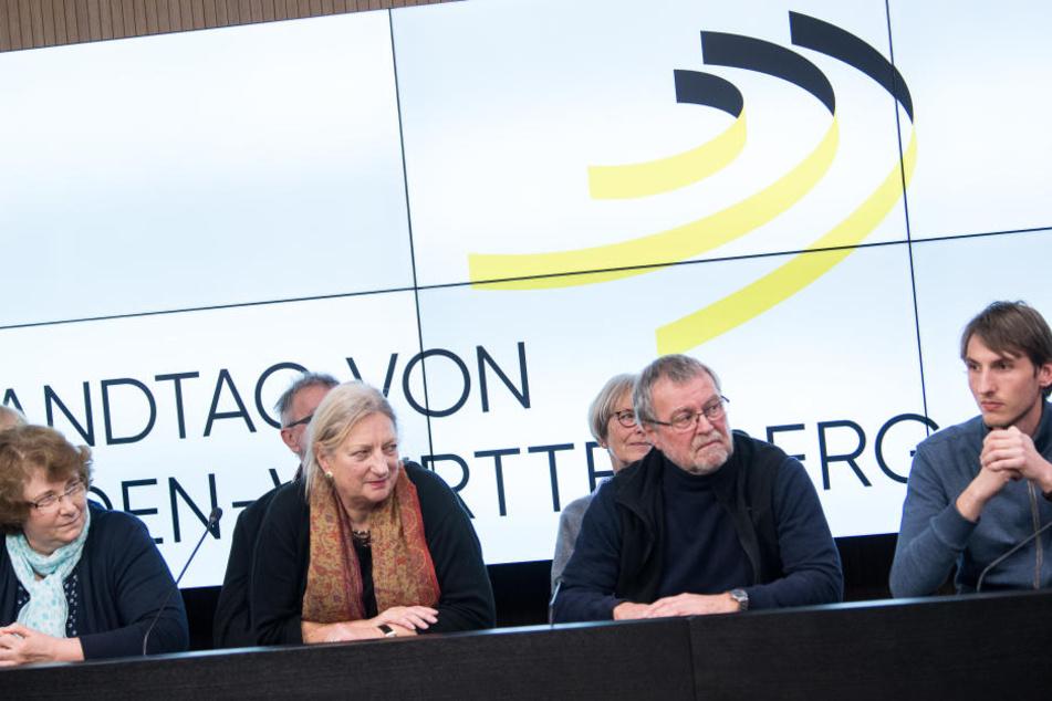 Mitglieder des Bürgerforums beraten über die Altersvorsorge der Abgeordneten.