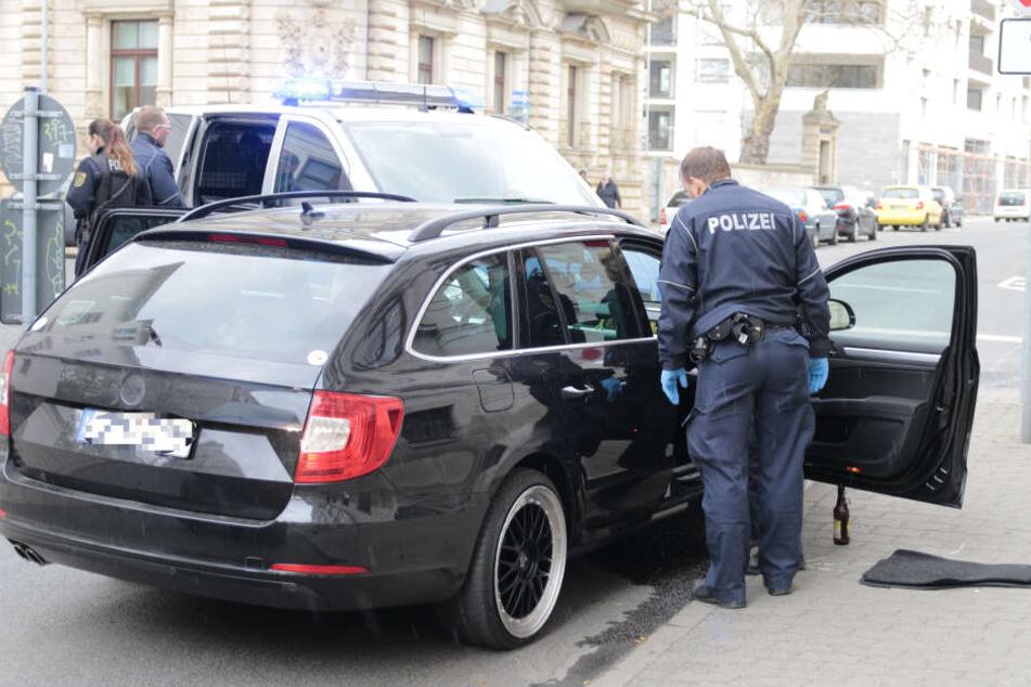 Die Jagd fand jedoch ein jähes Ende, als der 33-Jährige einen Polizeiwagen rammte.