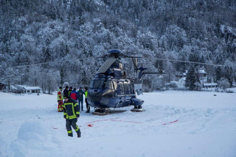 Der Hubschrauber (o.) konnte erst mit Verspätung aufsteigen zur Rettung aufsteigen.