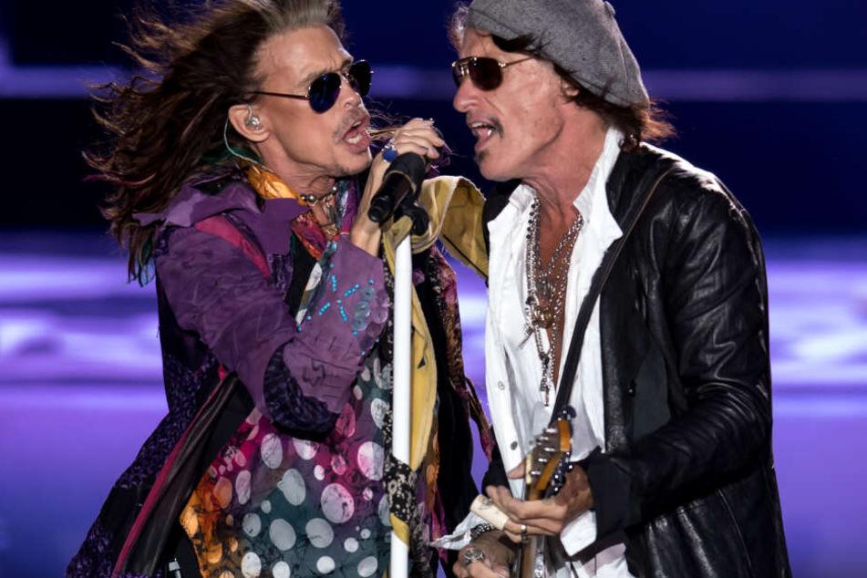 Sänger Steven Tyler (l) und Gitarrist Joe Perry von der amerikanischen Rockband Aerosmith