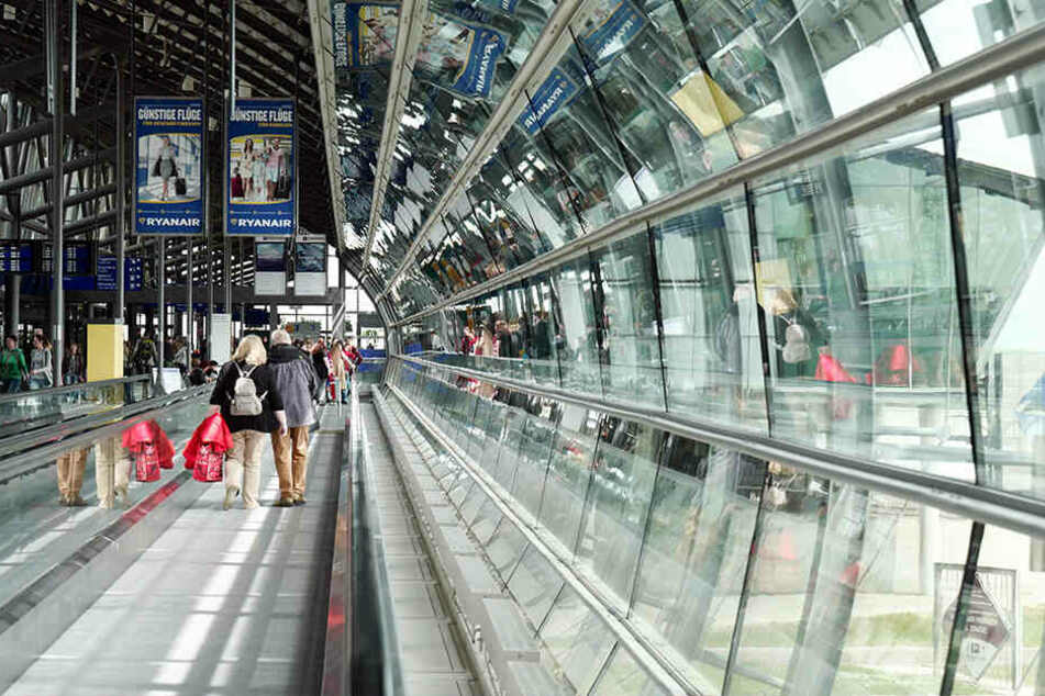 Blick in die Mall im Zentralterminal auf dem Flughafen Leipzig/Halle (LEJ) in Schkeuditz. Auch hier wird am Dienstag gestreikt.