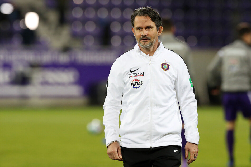 Aue-Coach Schuster will 'Paco' noch lange behalten.