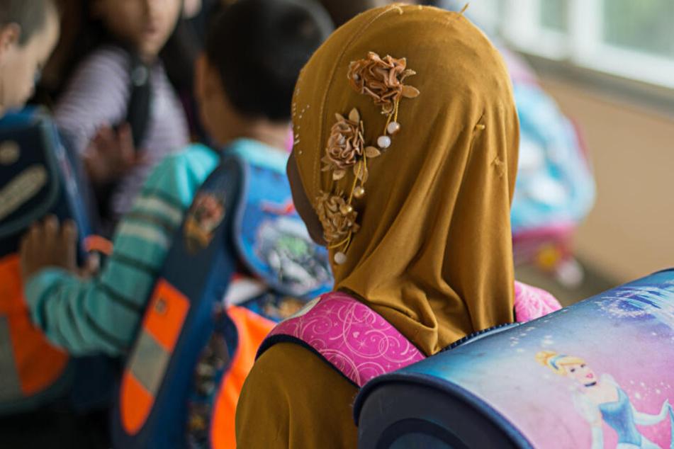 Kopftücher bei Mädchen: Ein Gutachten kommt zu dem Schluss, dass ein Verbot möglich wäre. (Symbolbild)