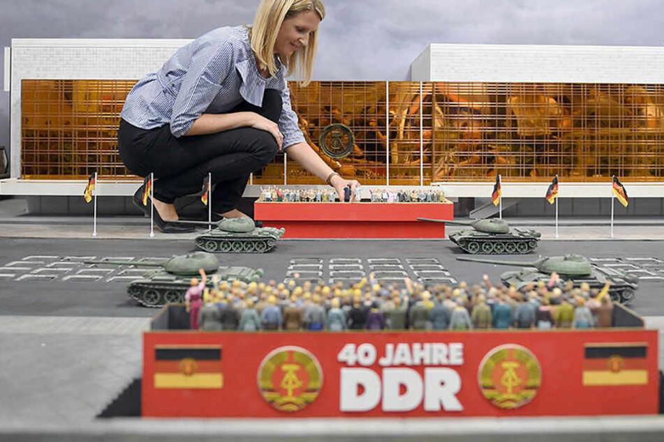 Hier kannst Du die Mauer einreißen! Miniaturwelt lässt DDR wieder auferstehen
