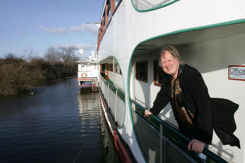 Ahoi! Viele Jahre lebte der Sänger auf einem Hausboot. In Dresden lunschte er auch bei der Weißen Flotte.