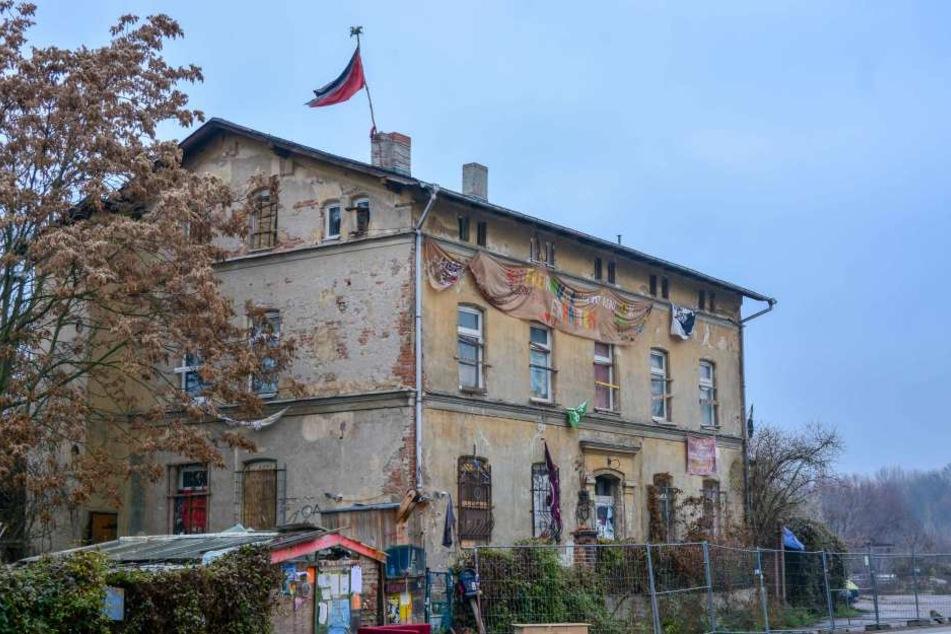 Um dieses Objekt ging es: Ein leerstehendes und von Aktivisten besetztes Haus in der Hallenser Hafenstraße.