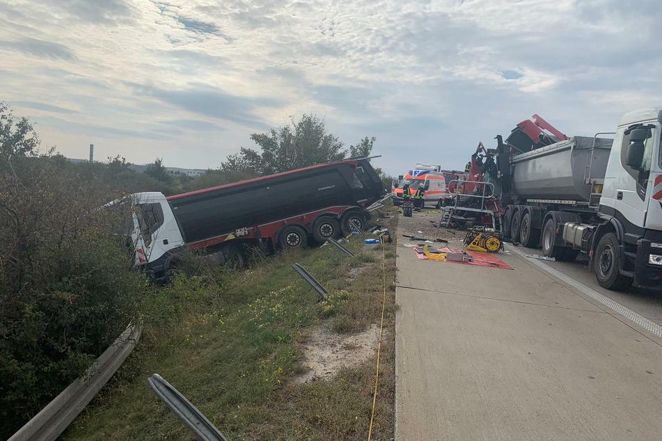 Bei einem tödlichen Unfall auf der A14 konnte ein Lastwagen-Fahrer noch ausweichen und fuhr in einen Graben.