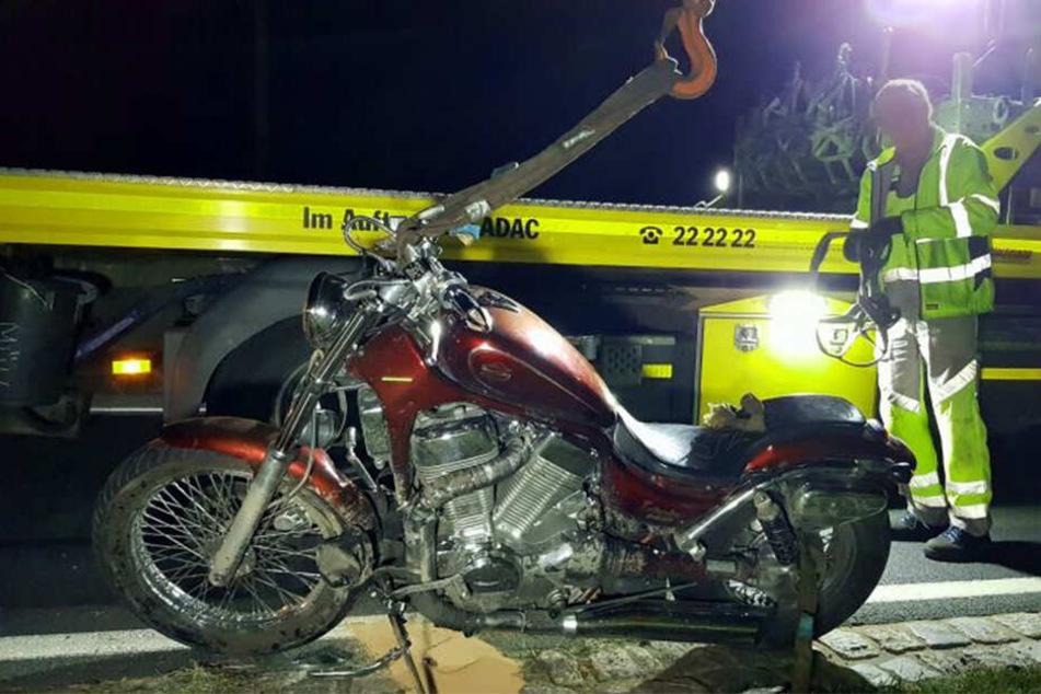 Ein Abschlepper transportierte das Bike von der Unfallstelle weg.