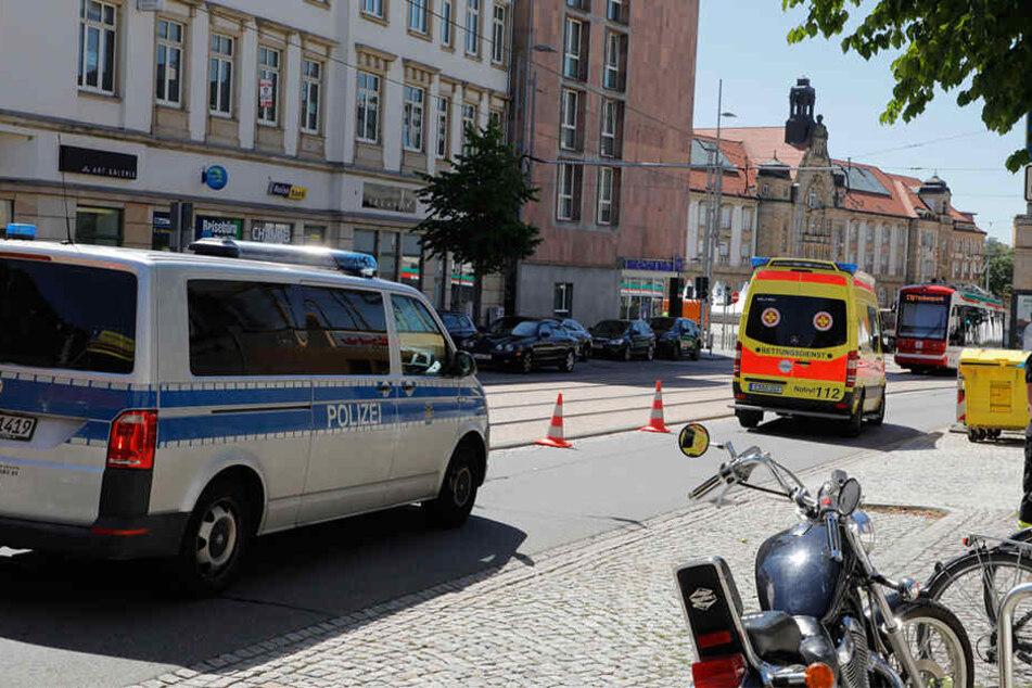 Polizei und Krankenwagen vor Ort.