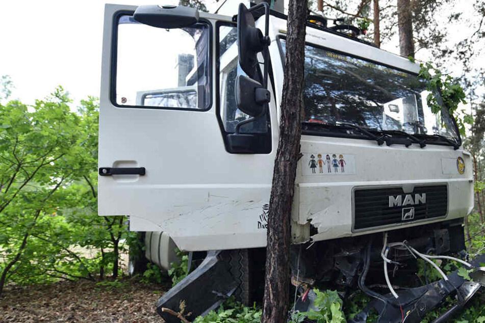 Erst in einem Waldstück kam das Fahrzeug zum Stehen.