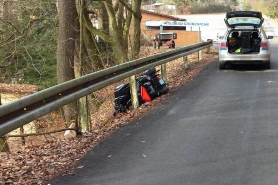 Rollstuhlfahrer kracht gegen Leitplanke und stirbt