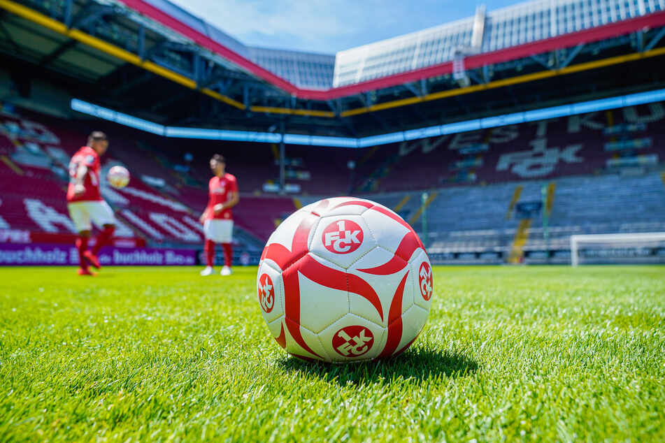 Seltener Fall: Kaiserslautern trägt ein Auswärtsspiel im eigenen Stadion aus.