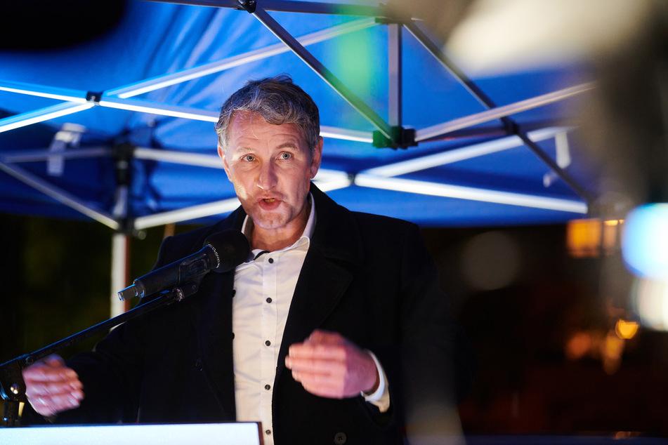 Björn Höcke, der Vorsitzende der AfD Thüringen, spricht während einer Kundgebung der ausländerfeindlichen Pegida-Bewegung vor der Cottbuser Stadthalle.