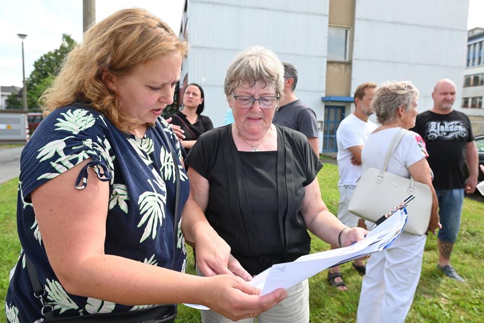 Stadträtin Solveig Kempe (40, CDU) und Anwohnerin Ingrid Samland (78) sehen die Pläne des privaten Investors kritisch.