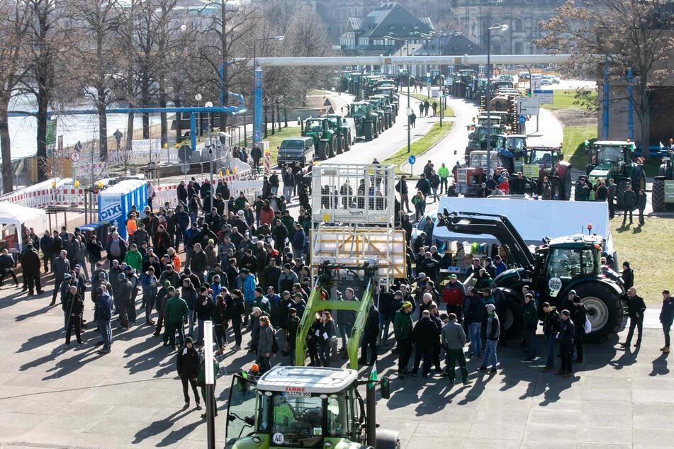 Die Landwirte protestierten am Donnerstag vorm Landtag.