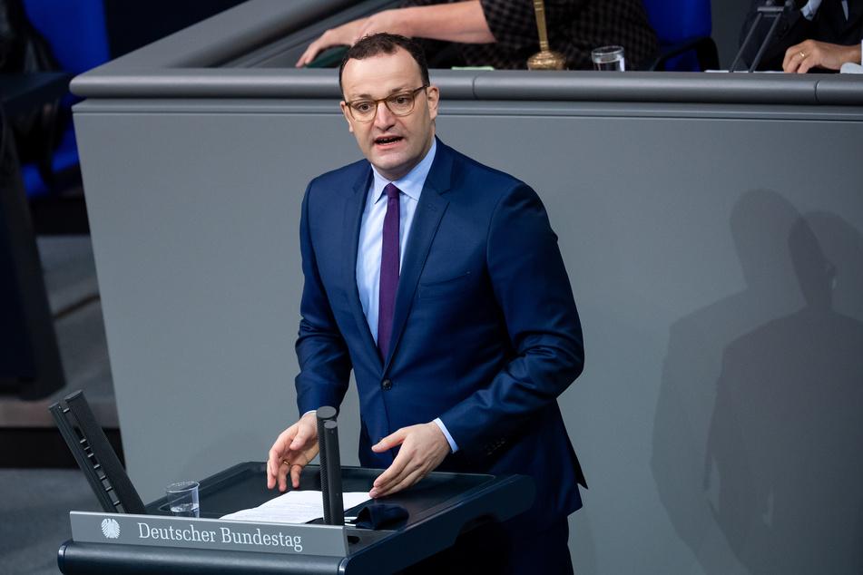 Jens Spahn (CDU), Bundesgesundheitsminister, hat sich mit Berlins Gesundheitssenatorin Dilek Kalayci (SPD) auf ein bundeseinheitliches und abgestimmtes Vorgehen zur Versorgung mit Impfstoffen verständigt.