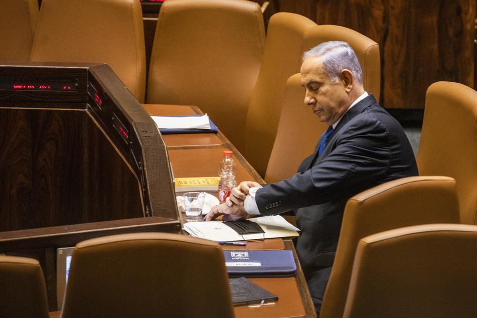 Benjamin Netanjahu (71) wird nach zwölf Jahren im Amt und einer politischen Krise, die vier Wahlen in zwei Jahren ausgelöst hat, in die Opposition geschickt.