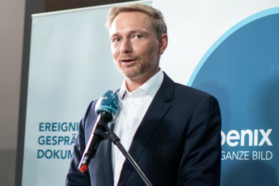 FDP-Chef Christian Lindner (41) gibt beim Bundesparteitag der FDP ein Fernsehinterview. 2017 hat er sich schon einmal ähnlich sexistisch über Claudia Roth (65, Bündnis 90/Die Grünen) geäußert.