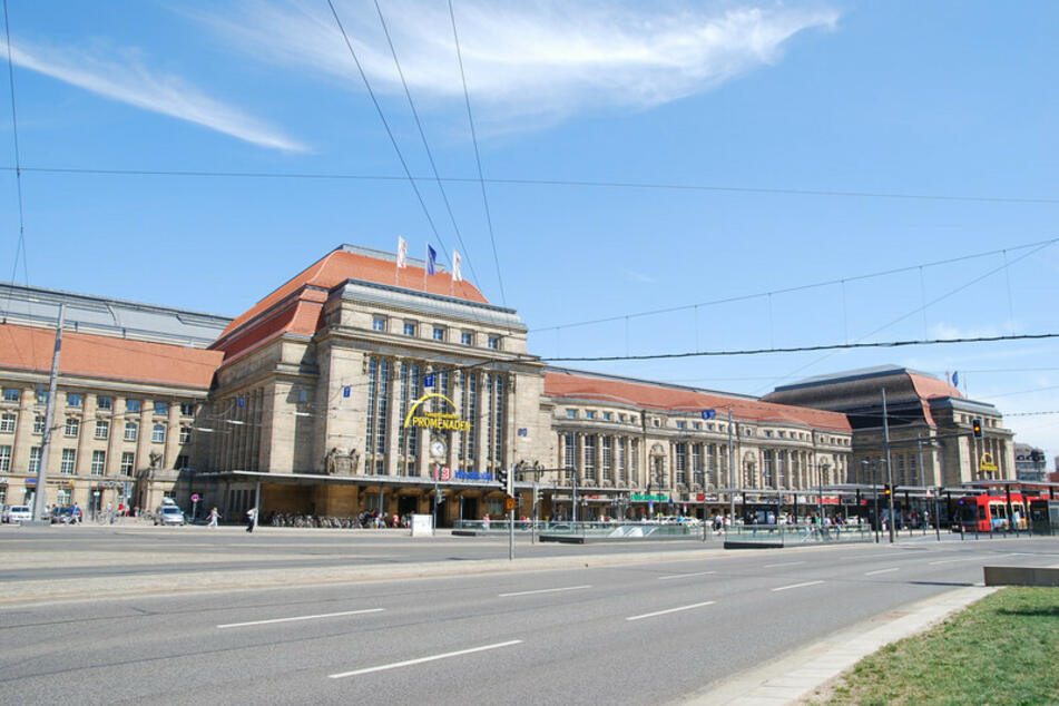 Bei einer Auseinandersetzung am Leipziger Hauptbahnhof ist ein 21-Jähriger schwer verletzt worden.
