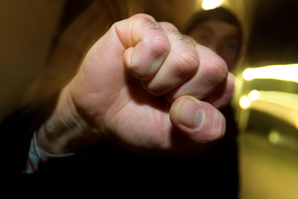 Zwei Mitarbeiter eines Autokonzerns haben sich bei einer Tagung geprügelt.