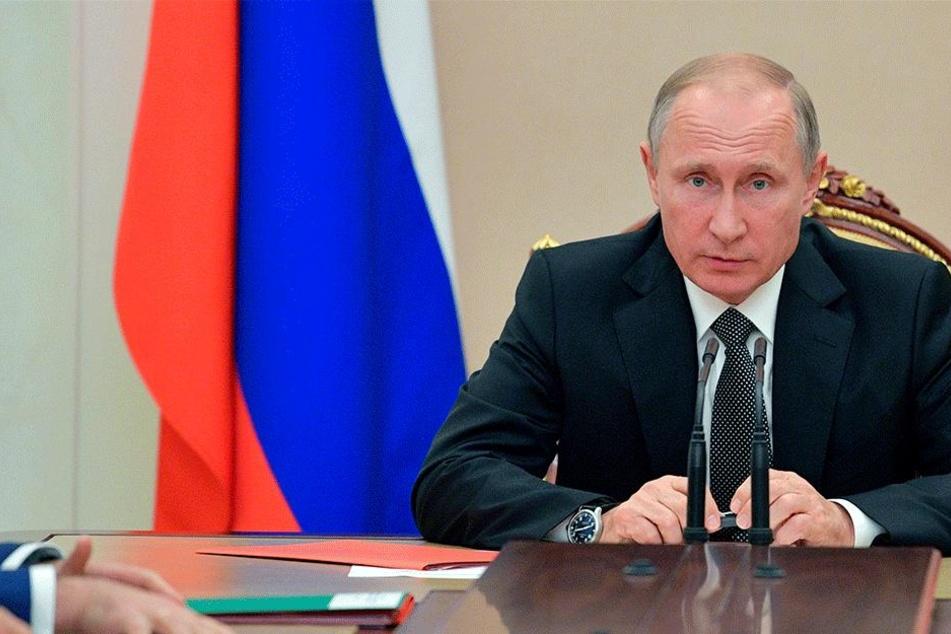 Fünf Theorien gibt es zu den mysteriösen Anrufen mittlerweile. Was weiß Putin?