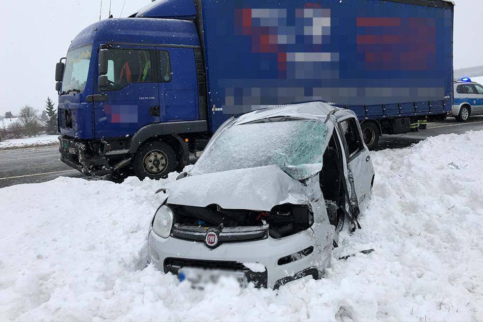 Der Fahrer des Fiat verstarb noch am Unfallort.