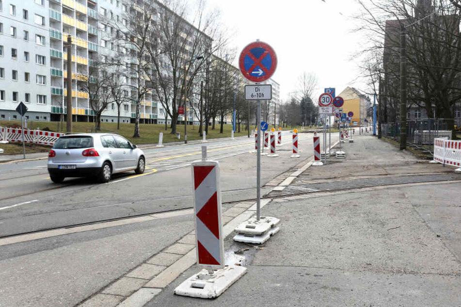 Vorsicht, Baustelle! Ab Dienstag fährt hier auf der Bernsdorfer Straße keine Bahn mehr.