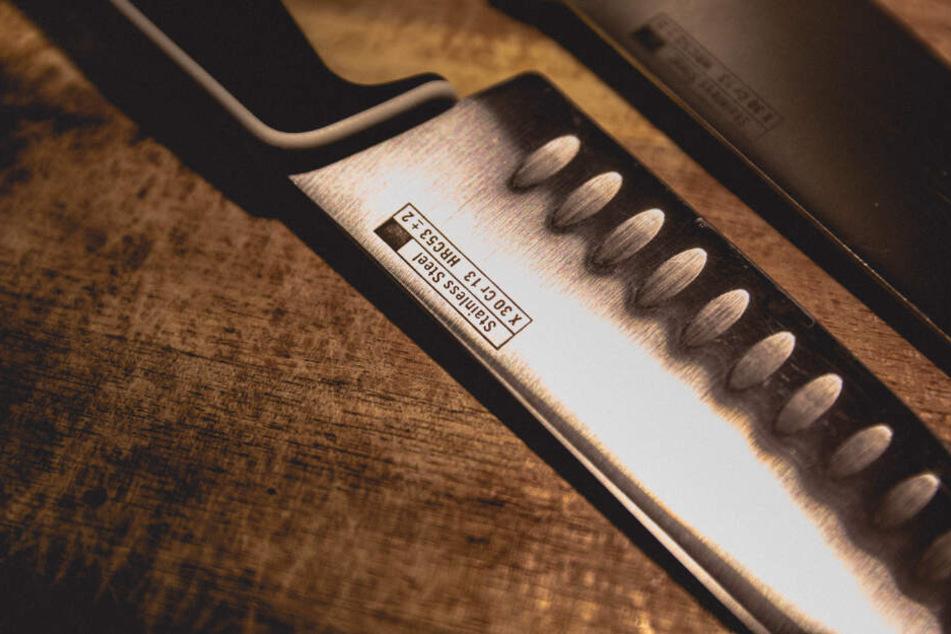 Streit eskaliert! Stach Frau mit einem Messer zu?
