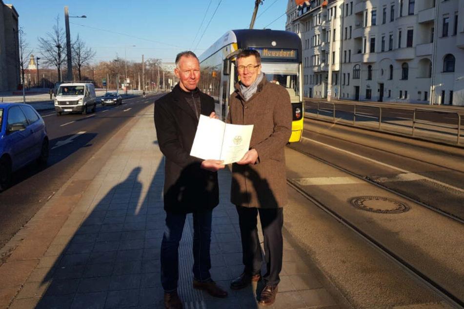 Bundestagsmitglied Jens Lehmann (li.) übergab am Dienstag den Fördermittelbescheid in Höhe von 3 Millionen Euro.
