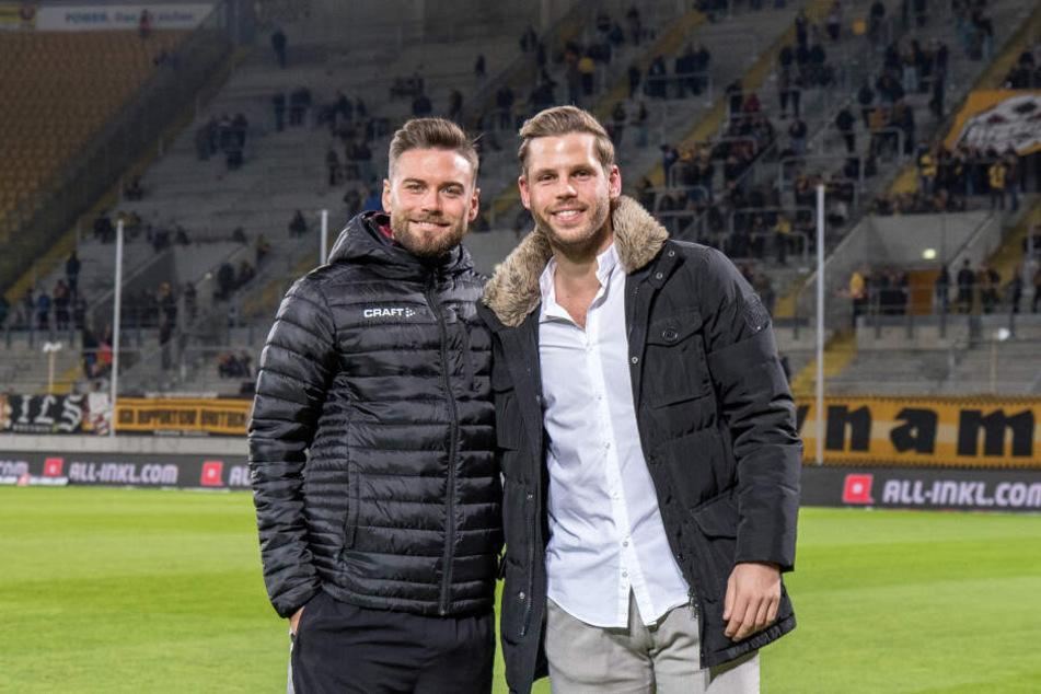 Niklas Kreuzer (links) vor dem Spiel mit Justin Eilers.