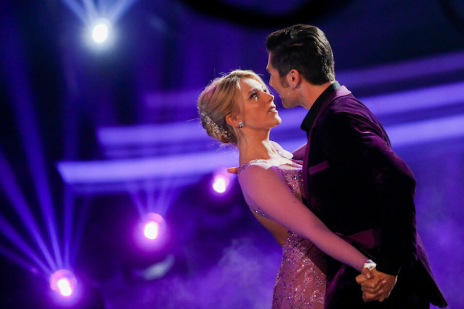 """Der Tanz geht weiter für Iris Mareike Steen (26) und Christian Polanc (39) bei """"Let's Dance""""."""